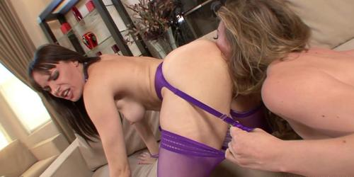 Dana's facesitting action makes her pussy dripping juice