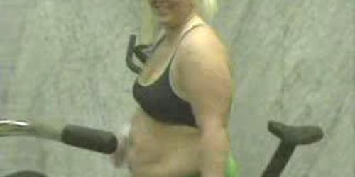 BBW chick working out