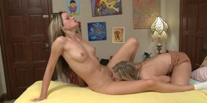 Wet lesbians Prinzzess and Scarlet Red