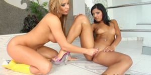 Fisting loving lesbians fill their holes