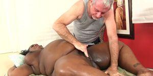 Fat Black Beauty Daphne Daniels Enjoys a Passionate Oiled up Rubdown