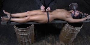 Sub slut toys herself until shes restrained Porn Videos