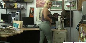 Продавщицу отодрали во все дырки, голые девушки в вечеринке
