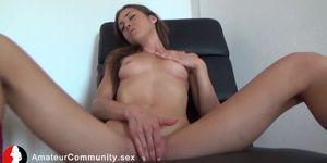 Fit solo webcam gal fingering herself