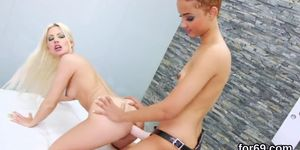 Lezzie dolls Nikita acrice Française, stretch their deep anals and plow huge fuck toys