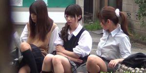 Estudiantes asiáticos adolescentes pis