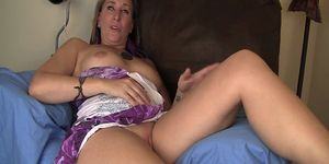 Hippy girl Azrael rubs her wet pussy