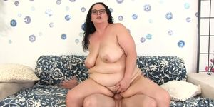 Nerdy Plumper Jessica Lust Loves Bouncing on Her Skinny BFs Hard Cock