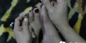 Incredible Asian shows off her sexy feet