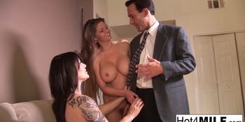 Two MILFS get fucked