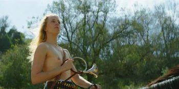 Juliane Elting nude - Flora Bulcao nude - Isabelle Puntel nude - O Ornitologo - 2016