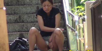 Kinky Asian teen peeing