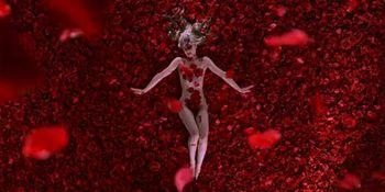 Mena Suvari nude - American Beauty - 1999
