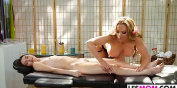 Mom Richelle Ryan gives Lucie Cline a massage