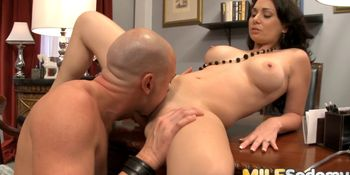 Brunette MILF Holly West gets anal ride