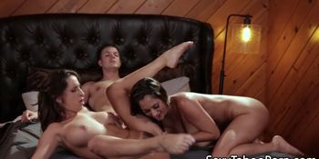 Taboo babes pussylicking in trio to tempt guy