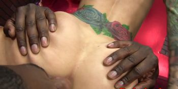 Tattooed slut queens black dude before fuck