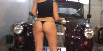 Sexy Eve Waching the car