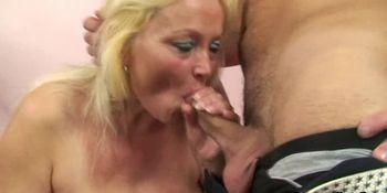 Stranger bangs her old hairy hole