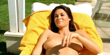 Manuela Arcuri nude - Cosa de brujas - 2003