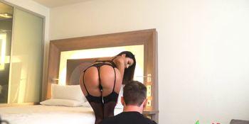 Ania, actrice porno tr�s professionnel  fait une s�ance photo qui finis tr�s bien ...