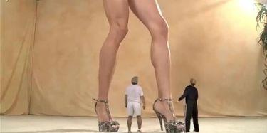 Giantess Lapdance