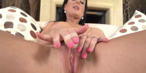 Black Hair Babe Vanessa Jordin Masturbating